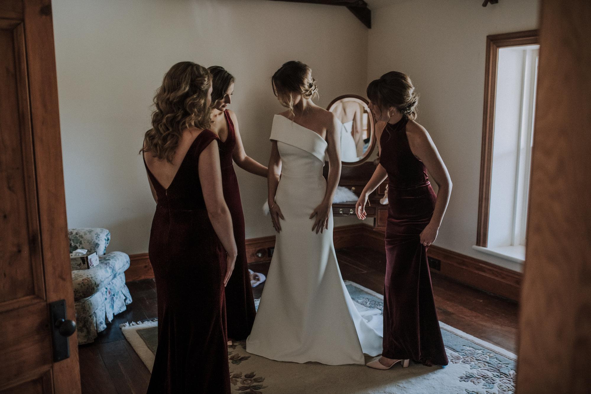 Anna and bridesmaids